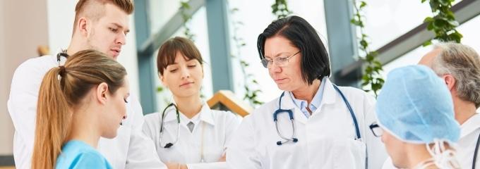 Kann ein Augenarzt mich krankschreiben nach einer Augen-OP?