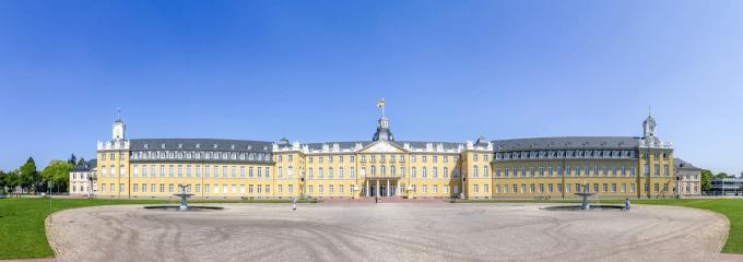 Karlsruhe: Einen Anwalt für Arbeitsrecht mit einem Fall zu betrauen, kann sich auszahlen.