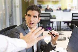 Arbeitgeber sollten versuchen, einen Kompromiss zu finden, was das Dampfen am Arbeitsplatz angeht.