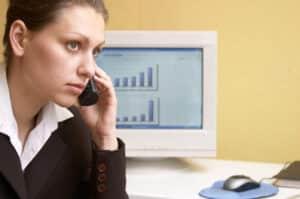 Die Kontrolle am Arbeitsplatz erstreckt sich mitunter auch auf das Telefon. Persönliche Gespräche abzuhören, ist tabu.