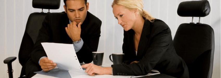 Die Kündigung durch den Arbeitnehmer kommt im Schnitt seltener vor als die durch den Arbeitgeber.