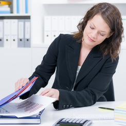 Der Lebenslauf in einer Bewerbung um ein Praktikum bietet dem Personaler einen schnellen Überblick.
