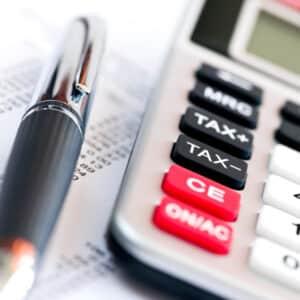 Eine leistungsbezogene Prämie wird immer zusätzlich und gleichmäßig zum leistungsunabhängigen Grundlohn gezahlt.