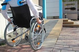 Welche Maßnahmen sollen ergriffen werden, damit mehr behinderte Menschen eine Arbeit bekommen?