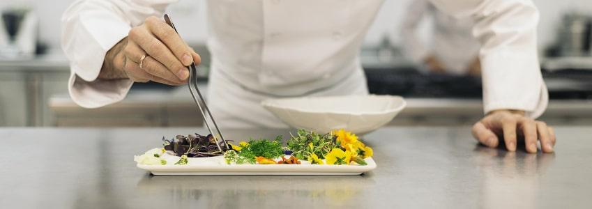 Gilt der Mindestlohn in der Gastronomie für eine Aushilfe?