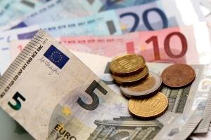 Ja oder nein zum Mindestlohn? In der Schweiz gab es eine Abstimmung im Jahr 2014. Die Schweizer lehnten die Einführung ab.