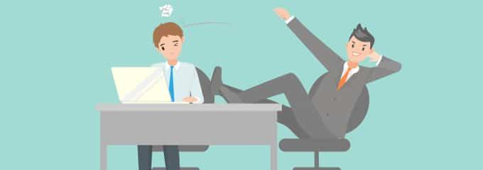 Mobbing am Arbeitsplatz tritt nicht selten auf. Häufig wird ein Einzelner herabgesetzt und diskriminiert.