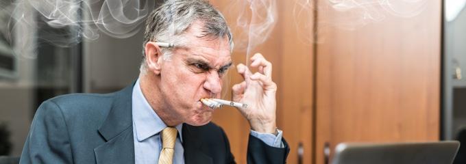 Nichtraucherschutz: Am Arbeitsplatz wie wild zu qualmen, ist keine gute Idee.