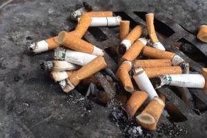 Die Vorschriften zum Nichtraucherschutz am Arbeitsplatz können im Arbeitsvertrag festgehalten sein.