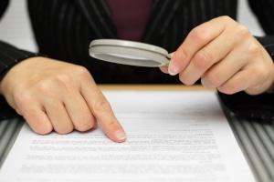 Eine Rechtsanwalt für Arbeitsrecht in Esslingen kann auch Ihren Arbeitsvertrag auf Herz und Nieren prüfen.