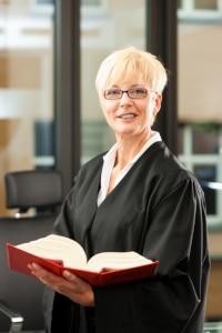 Ein Rechtsanwalt für Arbeitsrecht in Hildesheim kann Sie auch gerichtlich vertreten.