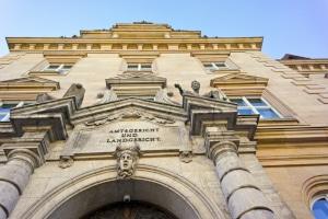 Ein Rechtsanwalt in Regensburg mit Schwerpunkt Arbeitsrecht kann Sie im Zweifel auch gerichtlich vertreten.
