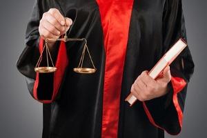 Wo finde ich einen Rechtsanwalt in Stralsund, der auf Arbeitsrecht spezialisiert ist?