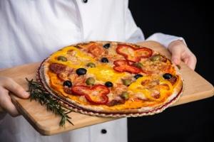 Saisonjobs werden vor allem in der Gastronomie und im Tourismus angeboten, z. B. für Kellner.