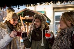 Saisonjobs sind im Winter ebenfalls gefragt, etwa wenn die Zeit der Weihnachtsmärkte beginnt.