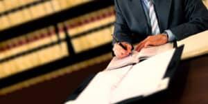 Eine schriftliche Ermahnung ist ein Mittel, um den Arbeitnehmer auf eine Fehlverhalten hinzuweisen.
