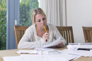 Wie kommen Schulpflichtige an einen Schülerjob? Die Bewerbung ist wichtig, um sich abzuheben. Eltern können hierbei helfen.