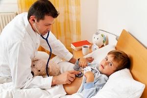 Auch bei einem Schulunfall muss ein Arzt aufgesucht werden, der als Durchgangsarzt tätig ist.
