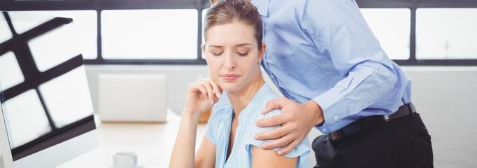 Sexuelle Belästigung am Arbeitsplatz: Diverser Urteile zufolge sind häufig Frauen davon betroffen.