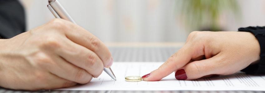 In Steuerklasse 3 finden sich vor allem Verheiratete, deren Partner wesentlich mehr verdienen.