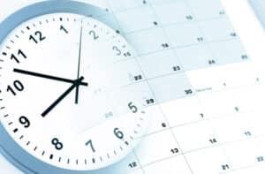 Wie viele Tage pro Monat gearbeitet werden muss, ist abhängig von der Anzahl der Feiertage.