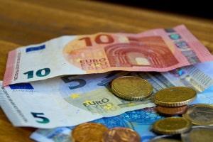 Der Tagessatz bei einer Dienstreise beträgt je nach Länge maximal 24 Euro pro Tag in Deutschland.