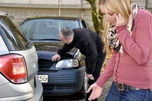 Bei einem Unfall auf Dienstreise muss u. U. der Arbeitnehmer für den Schaden aufkommen.