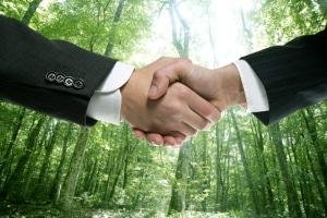 Es gibt kaum einen Unterschied zwischen einem Arbeitsvertrag und einem Dienstvertrag.
