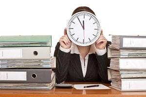 Vereinbarung von Kurzarbeit als Muster: Ohne Betriebsrat müssen sich Arbeitgeber und Arbeitnehmer einig werden.