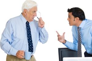 Eine Verletzung der Kernarbeitszeit kann zu einer Abmahnung führen.