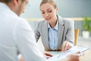 Nicht immer muss bei einer Versetzung im Arbeitsrecht ein anderer Arbeitsort gemeint sein.