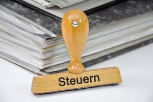 Wer einen Vertrag für eine ehrenamtliche Tätigkeit in einem Verein hat, kann ggf. dabei Geld verdienen, ohne Steuern zu zahlen.