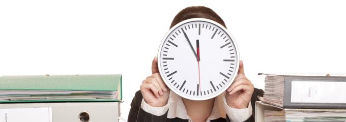 Zeitarbeit wird oft kritisch gesehen. Verschiedene Ursachen liegen dieser Tatsache zugrunde.